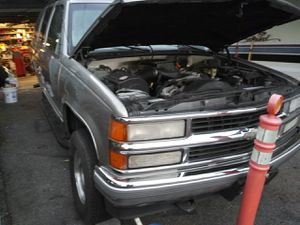 1999 Chevy Tahoe parting out me good parts left for Sale in Federal Way, WA