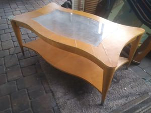 Curvy coffee table for Sale in Bartow, FL