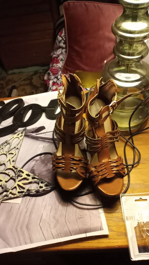 Women's 7.5 heeled sandal light brown