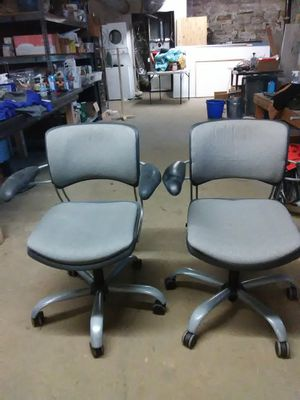 Use rolling chair a heavy duty. Frame metal for Sale in Chicago, IL