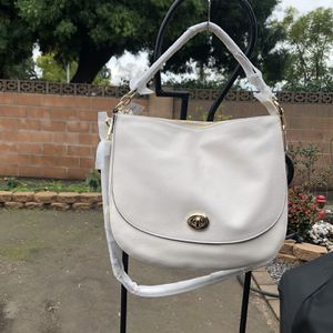 Coach Pebble Turnlock Hobo. for Sale in Anaheim, CA