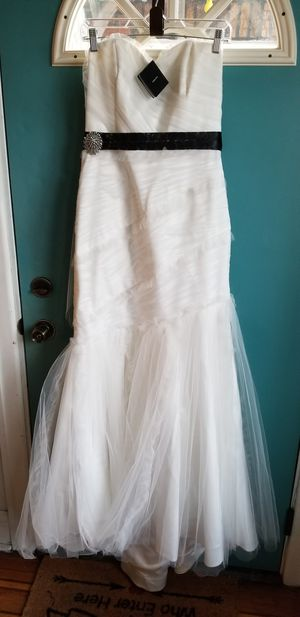 New Wedding Gown by Whit House Black Market for Sale in Philadelphia, PA