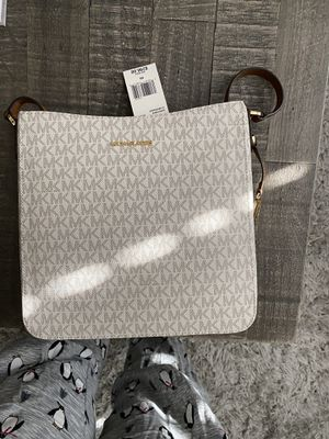 Michael Kors messenger bag for Sale in Bakersfield, CA