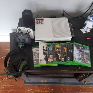 Xbox one S, 7 games, two station docking port, head set for Sale in Sandston, VA