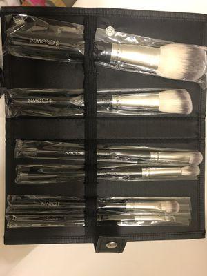 Crown - makeup brush set for Sale in Toms River, NJ