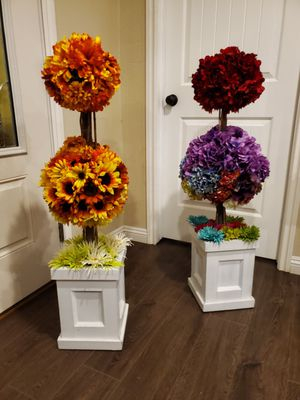 flowers decoration 2 for 30 for Sale in Hemet, CA
