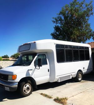 2007 Ford F450 mini Bus excellent condition! for Sale in Palm Springs, CA
