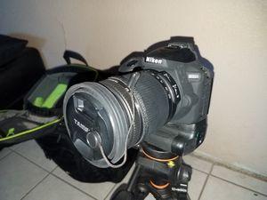 Nikon d5600 bundle for Sale in Las Vegas, NV