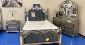 ♻️New♻️Sterling Silver Mirrored Poster Bedroom Set byCrown Mark for Sale in Laurel, MD