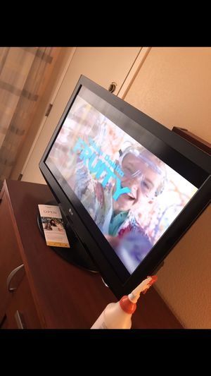 32 inch LG TV for Sale in Hyattsville, MD