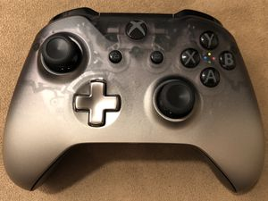 Xbox One Wireless Controller- Special Edition Phantom Black (Discontinued) for Sale in Corona, CA