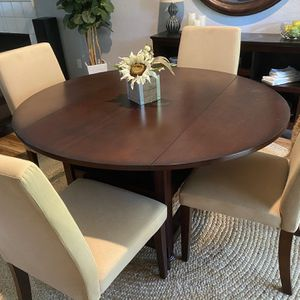 Pottery Barn Shayne Dining Table With basket for Sale in Plano, TX