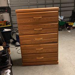 Brown Oak 5 Drawer Dresser for Sale in Umatilla,  FL
