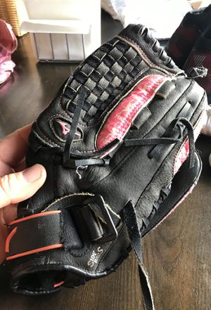 Girls softball glove for Sale in Niles, IL