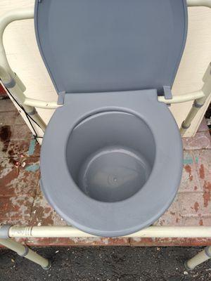 Toile for Sale in Compton, CA