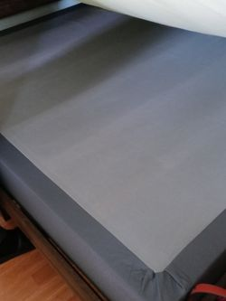 Queen Box spring Like New for Sale in Vancouver,  WA