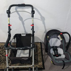Car seat and stroller combo for Sale in Dearborn, MI