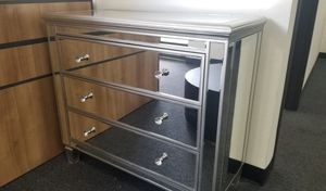 Mirrored 3-Drawer Dresser for Sale in DEVORE HGHTS, CA