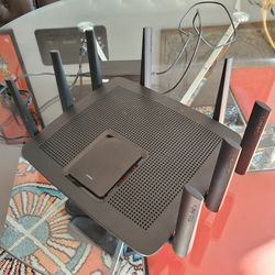 Linksys EA900 - LIKE NEW for Sale in Fort Washington,  MD