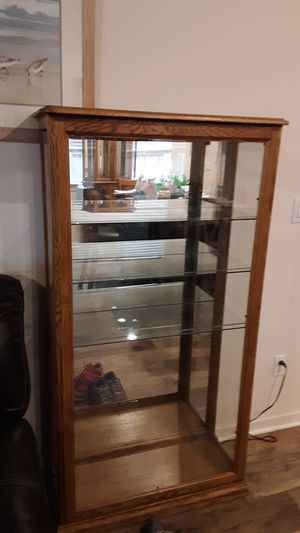 Nice display case for Sale in Battle Ground, WA