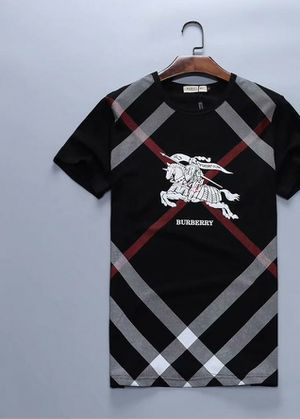 T-Shirt Large Black Burberry for Sale in St. Petersburg, FL