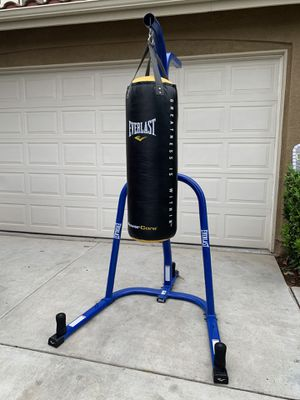 EVERLAST PUNCHING BAG AND STAND for Sale in Winchester, CA