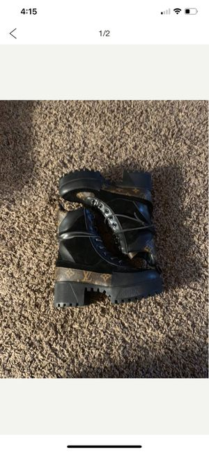 Laurate platform desert boot for Sale in Rialto, CA