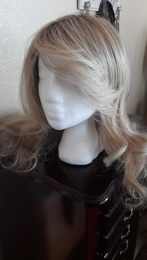 Woman's Blonde Wig for Sale in North Las Vegas, NV