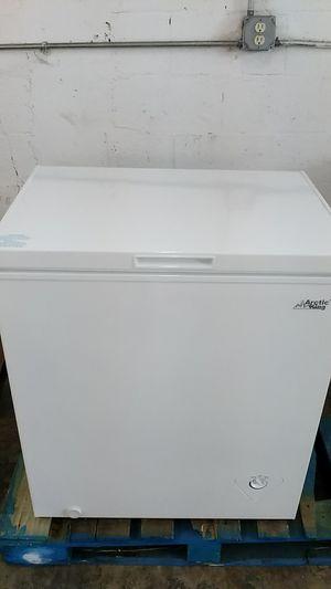 chest Freezer 5.0 cu ft white for Sale in Miami, FL