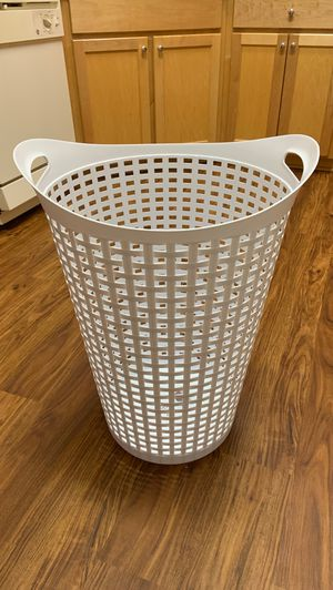 Rattan flex hamper for Sale in Milton, FL