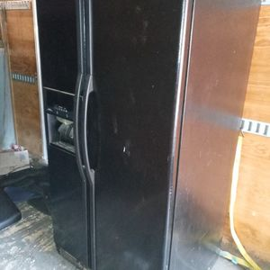 Whirlpool Refrigerator Was $1,500 25 Cu Ft. for Sale in San Antonio, TX