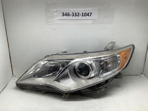 2012 2014 Toyota Camry left headlight for Sale in Houston, TX
