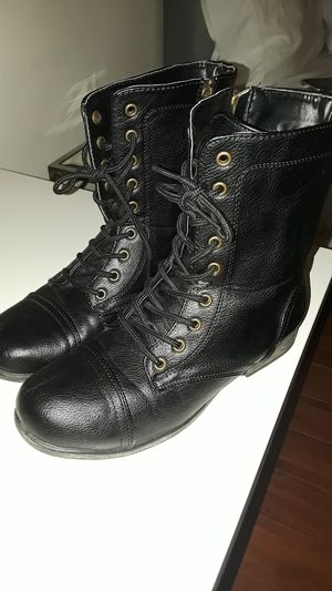 Women's boots size 7 for Sale in Los Angeles, CA