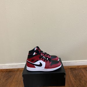 Jordan 1 Mid Chicago Black Toe Size 5.5Y for Sale in Houston, TX