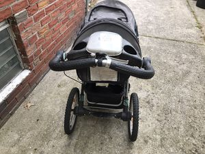 Jeep jogging baby stroller for Sale in Queens, NY