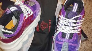 WOMEN VIOLET CHAIN REACTION SNEAKERS for Sale in Palmdale, CA