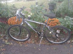 Raleigh sr suntour M20 Mountain bike bicycle for Sale in Midlothian, VA