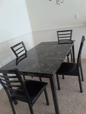 Table and chairs for Sale in Sudley Springs, VA