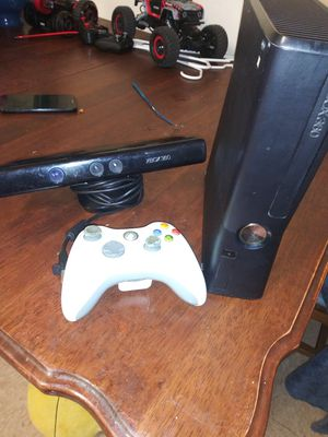 Xbox 360 one controllers and the kinect for Sale in San Antonio, TX