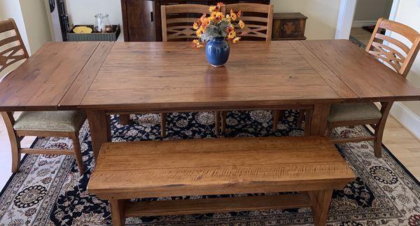 Esprit Decor solid oak dining set.
