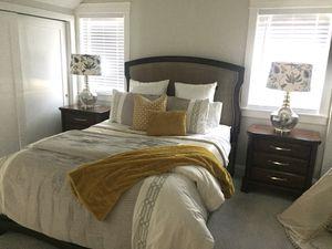 Queen Bedroom Furniture Set - bed, dresser, nightstands, mirror for Sale in Arvada, CO