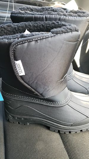 Snow boots size 2 (kids) for Sale in San Bernardino, CA