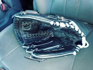 Right Hand Softball Glove for Sale in Detroit, MI