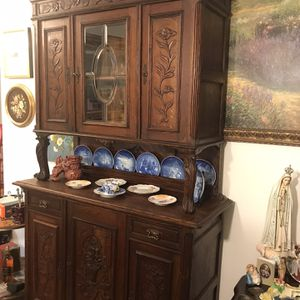 Antique China Cabinet Very Nice Was $2,000 Now 1st $500 Takes for Sale in Las Vegas, NV