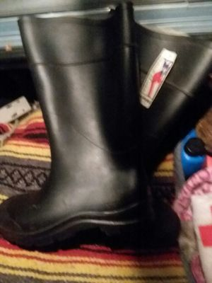 Size 9 rubber boots for Sale in Pottstown, PA