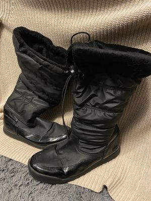 Size 8 snow/rain boots for Sale in Glen Burnie, MD