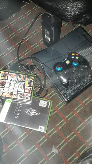 Used, Halo Xbox 360 wired controller (comes with skyrim and gta 5 with all cords) for Sale for sale  McDonough, GA