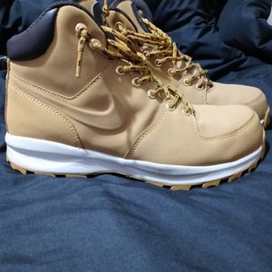 Nike Manoa Boots for Sale in Efland, NC