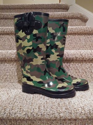Women's Size 7-7.5 Camoflauge Rain/Snow Boots for Sale in Dale City, VA
