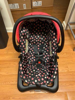Infant car seat w/ base for Sale in Valdosta, GA